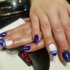 Gorgeous Ombre Acrylic Coffin Nails To Wear Vibrant Nail Colors - Eazy Vibe Gold Nail Art, Silver Nails, Rhinestone Nails, Green Nail Polish, Green Nails, Chrome Nails Designs, Bright Red Nails, Nail Polish Stickers, Stylish Nails