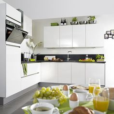 De greeploze Steinhaus Riesling Keuken in hoogglans afwerking is modern en tijdloos // Keuken Kampioen @ Villa Arena