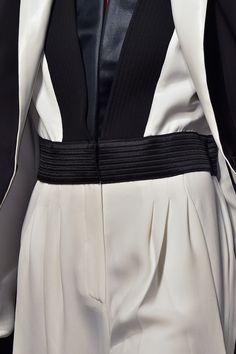 Sleek monochrome suit with graphic lines; fashion details // Emanuel Ungaro Fall 2015