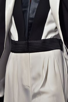 sleek monochrome suit with graphic lines fashion details emanuel ungaro fall 2015