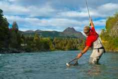 Gran temporada de Pesca con mosca se vive en toda la región. Vení a disfrutar de esta pasión. Consultanos por tu estadía a info@cerises.com.ar o al tel.: (02972) 412387/88 #pescadeportiva #pescaconmosca #sanmartinestudestino #verano #vacaciones