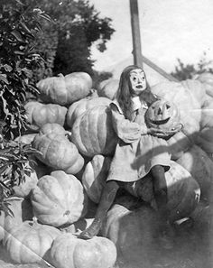vintage halloween > what i'm sure someone thought would be an adorable pic of their child has become a creeptastic horror show haha