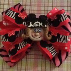 My handmade polymer Minnie mouse girl center with Minnie zebra bow!