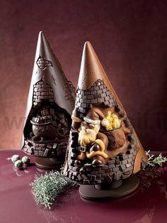 Stampo per realizzare un pino in cioccolato per #Natale. www.decosil.it Molds for chocolate #Christmas tree www.decosil.eu, Moule en silicone Sapin de Noël  en chocolat www.decosil.fr. Made in Italy