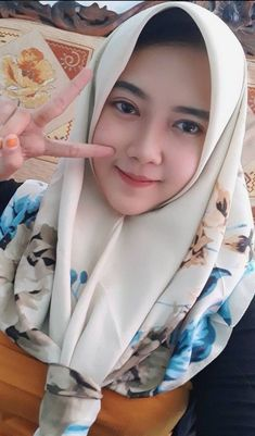 Setahunbaru: Beautiful Hijab Girl With Cute Cheeks Beautiful Hijab Girl, Beautiful Muslim Women, Casual Hijab Outfit, Hijab Chic, Cute Girls, Cool Girl, Muslim Beauty, Indonesian Girls, Girl Hijab
