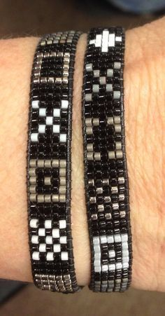 Monochromatic double wrap loom bracelet by margaret c Bead Loom Patterns, Beaded Jewelry Patterns, Bracelet Patterns, Beading Patterns, Bead Loom Bracelets, Bracelet Tutorial, Loom Beading, Bead Art, Diy Jewelry