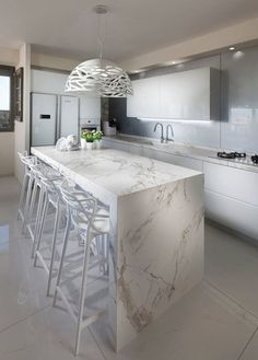 Choosing Your New Kitchen Countertops Kitchen Room Design, Modern Kitchen Design, Home Decor Kitchen, Kitchen Interior, New Kitchen, Kitchen Ideas, Farmhouse Kitchen Cabinets, Kitchen Units, Modern Farmhouse Kitchens