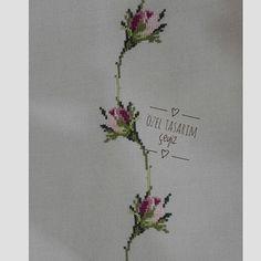 Beaded Cross Stitch, Cross Stitch Rose, Cross Stitch Flowers, Cross Stitch Embroidery, Hand Embroidery, Cross Stitch Patterns, Alice In Wonderland Cross Stitch, Embroidery Fashion, Bargello