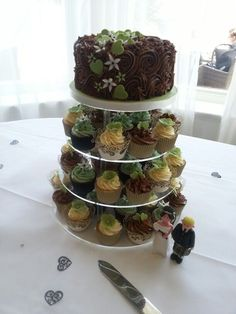 weddings with  sage green and pumpkins | Sage green wedding www.thebigfatcakecompany.co.uk | All things cakey!