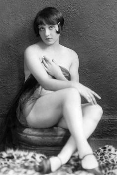 Sylvia Carol in the 1926 Eltinge Theater production Hello, Lola