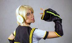 Kagamine V4X - Kagamine Len Cosplay Photo   Propiedad de Shimoda Len y Layton fotografías. ¡Es un Cosplay hecho por fan! (´・ω・`)