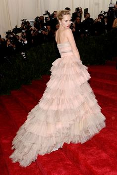 Beautiful. Suki Waterhouse in Burberry Prorsum at the Met Gala 2014.