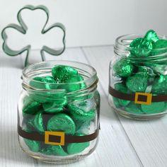 St Patricks Day Candy Treats Patrick's Day appetizers St. Patrick's Day Candy Treats Saint Patrick's day is usually a … Fete Saint Patrick, Sant Patrick, St. Patrick's Day Diy, Holiday Crafts, Fun Crafts, Creative Crafts, Decor Crafts, Saint Patrick's Day, Diy