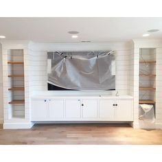 Looking for ideas to build your own entertainment center that suits your tastes and the space in your living room. Get inspired free DIY entertainment center ideas to get started. - July 20 2019 at Pallet Entertainment Centers, Floating Entertainment Center, Living Room Entertainment Center, Basement Entertainment Center, Entertainment Stand, Built In Wall Units, Tv Built In, Built In Media Center, Home Design