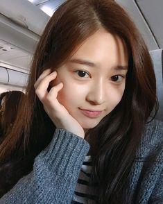 Korean Girl Photo, Kpop Girl Bands, Japanese Girl Group, Kim Min, Cute Beauty, Korean Artist, Asia Girl, Kpop Aesthetic, Selca
