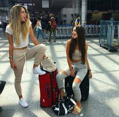 Photography friends bff outfit 64 New Ideas Bff Goals, Best Friend Goals, My Best Friend, Photos Bff, Bff Pictures, Best Friend Pictures, Friend Pics, Random Pictures, Best Friends Forever
