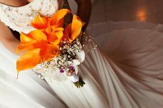 Orange bouquet, colored calla lilies Ramo de Novia Naranja, alcatraces naranjas Riviera Maya Wedding photographers