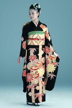 Kimono Furisode(着物 振袖 古典柄 / 黒地に金、赤、朱・貝桶柄)