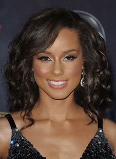 Alicia Keys Pink Lipstick - Alicia Keys Makeup Looks - StyleBistro