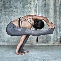 Baby grasshopper Alo Yoga Moto Legging #yoga #yogainspiration