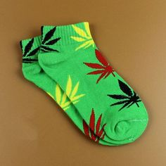 20 Colors Best Selling Cotton Germany's Harajuku Skateboard Hip Hop Maple Leaf Socks Women's Street Boat Sock for Female
