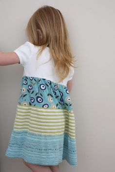 This blog makes me want to learn how to make clothes for my daughter.