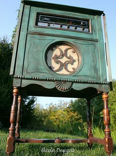 a little bit o' Shizzle: Vintage Stereo Cabinet all decked out in CeCe Caldwell's Destin Green Color Wash