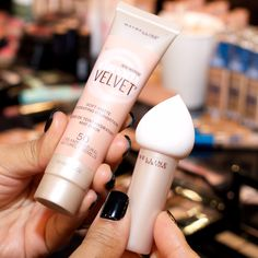Maybelline Dream Velvet Soft-Matte Hydrating Foundation and Applicator