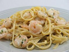 Creamy Garlic Pasta with Shrimp & Vegetables | T Stripes | Home | Food | Recipes | Crafts | Inspiration