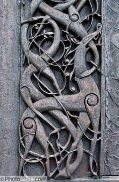 At Urnes Stave Church, Norway, Viking Age animal art meets Christian architecture.Urnes stavkirke (or stavkyrkje), the oldest Stave Church . Art Viking, Viking Life, Viking Woman, Viking House, Viking Designs, Celtic Designs, Images Viking, Gripping Beast, Symbole Viking