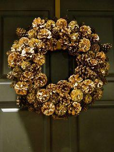 NapadyNavody.sk | 21 nápadov na nádherné vianočné vence vyrobené zo šišiek
