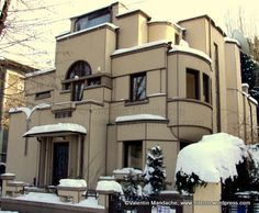 """Art Deco:  A modern style house with a """"geometric"""" look and a flat roof."""