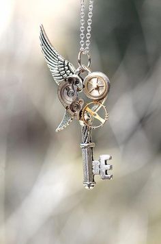 Handmade Steampunk Key Necklace - Pendants i am a sucker for steampunk jewelry Jewelry Box, Jewelery, Jewelry Accessories, Jewelry Design, Jewelry Making, Unique Jewelry, Jewelry Necklaces, Style Steampunk, Steampunk Cosplay