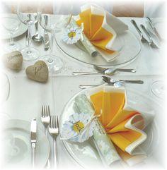Hochzeitstisch, gelb-weiß mit Margeriten - wedding table with marguerites  www.riessersee.com