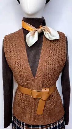 Diy Fashion Scarf, Diy Fashion Hacks, 60 Fashion, Fashion Outfits, Ways To Tie Scarves, Ways To Wear A Scarf, How To Wear Scarves, Scarf Wearing Styles, Scarf Styles