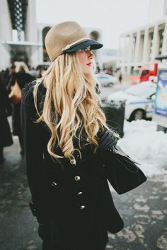 All black and pretty hat. Winter fashion trends.