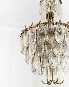How about that chandelier. ✨ A Japanese Art Deco chandelier from no less. Featured on in the beautiful home of . Discovered while scrolling the lovely Insta of 📷 Sylvè Colless Art Deco Chandelier, Vintage Chandelier, Closet Chandelier, Sarasota Real Estate, This Is A Book, Interiores Design, Lighting Design, Interior Lighting, Unique Lighting