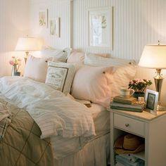 Almohadones y cojines visten el dormitorio y caldean el ambiente. Foto, de Lexington