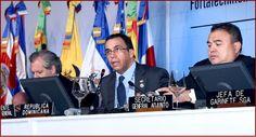 El canciller dominicano Andrés Navarro interviene en la sesión de este miercoles 15 de junio 2016 de la OEA.  A su derecha, Luis Almagro, secretario general de la OEA;  y su derecha Néstor Méndez, subsecretario general Adjunto.