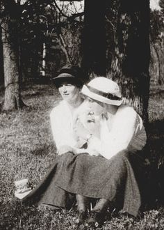 Olga & Anastasia smoking--Doesn't have much to do with WWI, but I think it's so funny to see two princesses sharing a smoke!