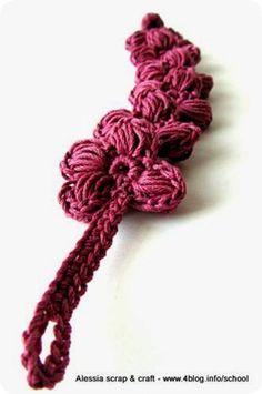 Ecco l'ultimissimo nato nella famiglia dei braccialetti Porte-Bonheur. Questo in rosa antico scuro, con 4 petali, non fa parte dei...
