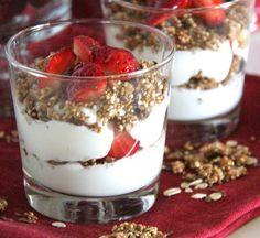 A esta riquísima quinoa con yogurt le puedes añadir otros frutossecos o frutas. Te recomendaros probar con frutillas y otros frutos del bosque.