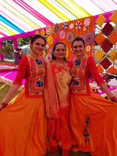 Garba Dress, Navratri Dress, Hand Work Blouse Design, Stylish Blouse Design, Choli Designs, Kurti Neck Designs, Chaniya Choli Designer, Cotton Saree Blouse Designs, Kurti Embroidery Design