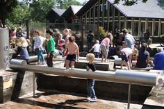 https://www.fijnuit.nl/blog/10-redenen-om-het-monkeybos-te-bezoeken Op een warme dag kun je ook lekker naar het Monkeybos in Wassenaar om lekker in de waterspeeltuin te spelen.