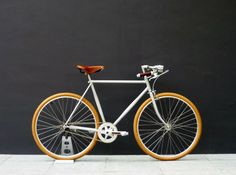 I like the colour match of the wheels with the brown saddle and bar tape, on the silver frame...