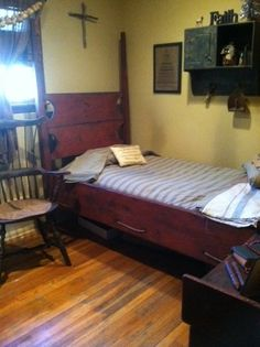 The early bedroom... with a Primitiques' red/black 4 Post Bed :) <3