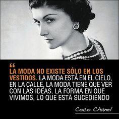 La francesa Coco #Chanel a quien le debemos el liberar el cuerpo y ponernos ropa linda, práctica, cómoda y elegante, Una mujer única visionaria y adelantada a su tiempo, con una vida durísima y fascinante #moda #fashion #women #leadership #Liderazgo #Mujer