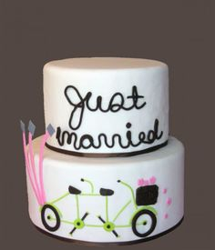 This cake from Pastry Girl Cakes is probably perfect for all the couples that took those bicycle engagement shots last year [image from Pastry Girl Cakes]