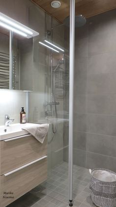 Toilet, Bathtub, Houses, Interior Design, Bathroom, Decor, Standing Bath, Homes, Nest Design