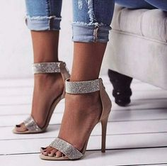 I just love the look of heels and jeans! #sexy